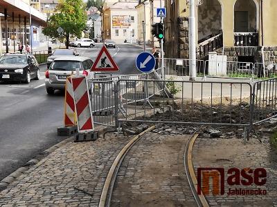 Jablonecká křižovatka ulic Poštovní a Budovatelů zatím průjezdná