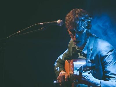 Anglický kytarista Justin Lavash zahraje Na Rampě