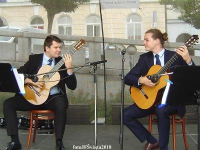 Obrazem: Koncert kytarového dua Cába a Dvořáček