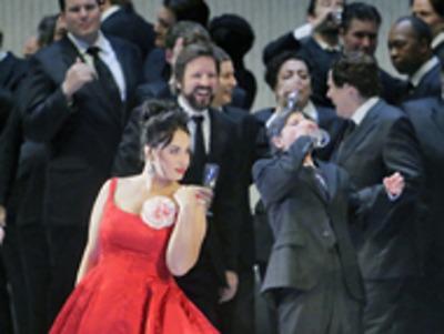 Uhrančivá Jončeva v La Traviatě a Levineho Mozart v přenosech Met