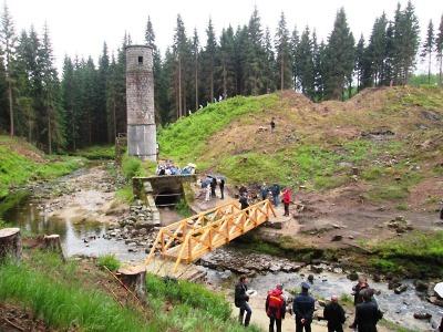 Lávka na Protržené přehradě a stezky na Bílé Desné již slouží turistům