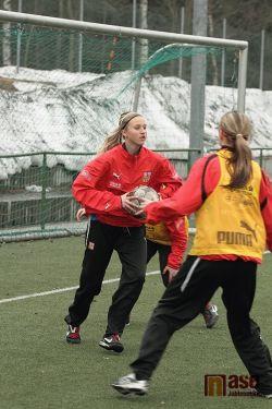 Obrazem : Soustředění dívčí fotbalové reprezentace v jabloneckých Břízkách