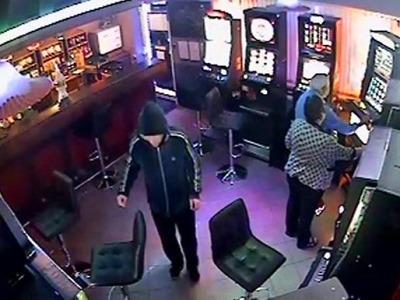 Policisté pátrají po lupiči, který postřelil barmana v Hejnicích