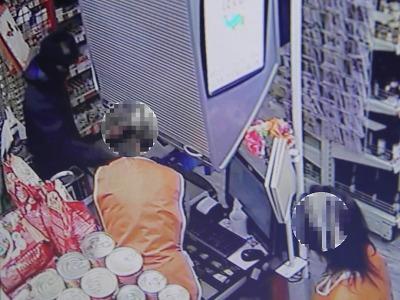 Policie dopadla muže, který měl přepadnout prodejnu v Libštátě