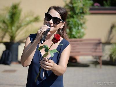 Obrazem: Magda Malá zpívala pro seniory v Rokytnici