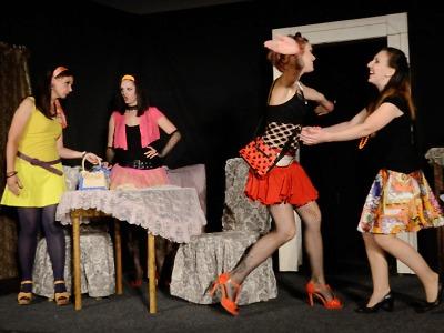 Maribel a podivná rodina přijedou do divadla v Josefově Dole