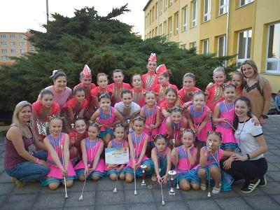 Děvčata z Jabloneckých jablíček se předvedou při mažoreťácké show