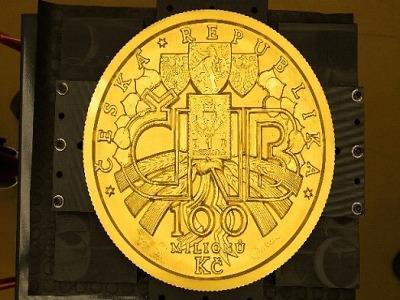Největší zlatou minci představila Česká mincovna na veletrhu v Berlíně