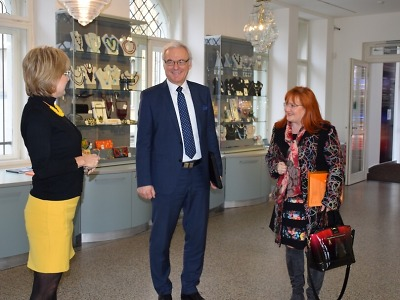 Ministr kultury Ilja Šmíd navštívil jablonecké muzeum