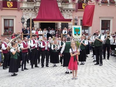 Mladá dechovka a Musikevereinigung Neugablonz opět hrají vJablonci