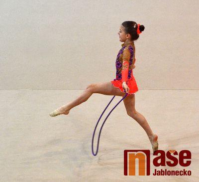 Moderní gymnastky rozzářily sportovní halu