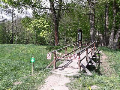 Upozornění pro turisty, část stezky pod Hrubým Rohozcem je uzavřena
