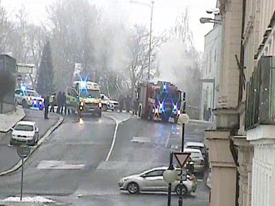 Jablonecká strážnice vytáhla řidiče ze zakouřeného hořícího vozidla