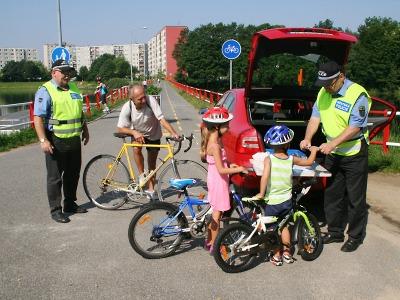 """Při prázdninové akci """"Kolo"""" zkontrolovali jablonečtí strážníci 90 cyklistů"""
