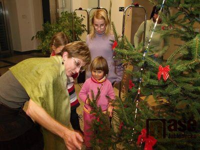 Obrazem: Zdobení vánočního stromečku v muzeu