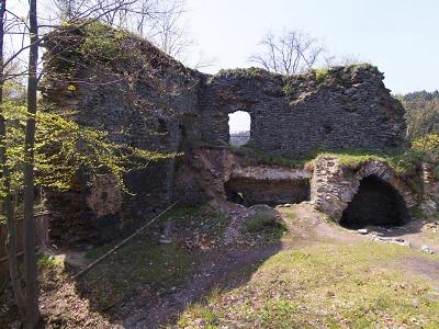 Palackého stezka láká na romantický výlet k jeskyním i vodní elektrárně