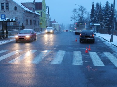 Policie hledá svědky nehody, při níž řidič srazil v Jablonci staršího chodce