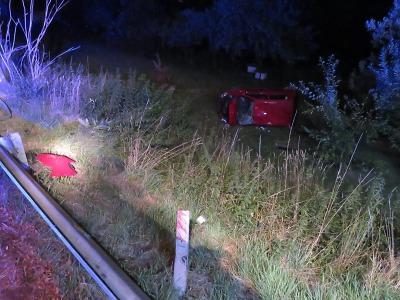 Opilá řidička skončila v jablonecké ulici Prosečská mimo silnici