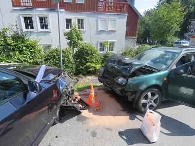 Po smyku došlo ke střetu aut v Bedřichově, tři lidé jsou zranění