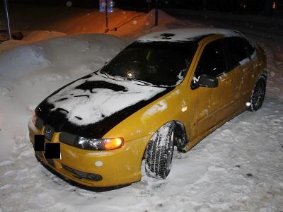 V Bedřichově se u parkoviště srazila dvě auta
