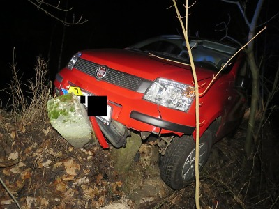 Pod vlivem alkoholu vyjel řidič v Železném Brodě mimo silnici