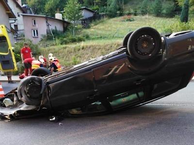 Po nehodě na silnici v Desné tři zranění