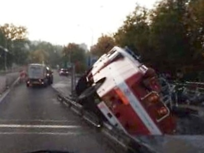 V Turnově havarovalo hasičské vozidlo