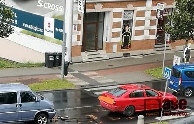 V jablonecké ulici 5. května se srazilo osobní auto s dodávkou