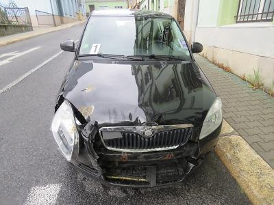 Řidič při vyjíždění na hlavní v Jablonci nedal přednost v jízdě