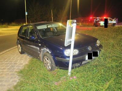 Pod vlivem alkoholu řidička nezvládla kruhový objezd v Jablonci
