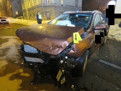 Nedal přednost v jízdě na jablonecké křižovatce, škoda je přes 300 tisíc