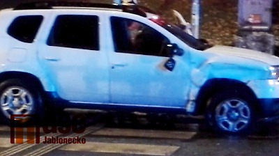 V Jablonci došlo ke srážce osobáku s tramvají