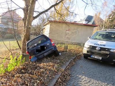 Řidička po havárce v Jablonci utekla, ale později se přiznala