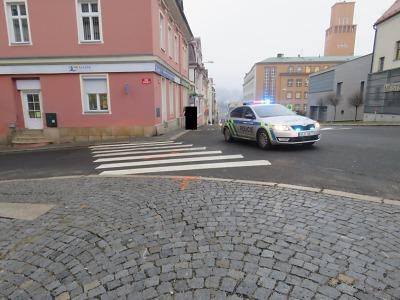 Řidička srazila v jablonecké ulici E. Floriánové chodkyni na přechodu