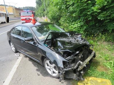 Řidič přehlédl v Jablonci červenou na semaforu a srazil se s tramvají