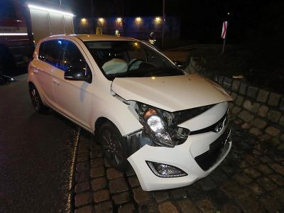 Řidička za volantem usnula a zastavila se až na kruhovém objezdu