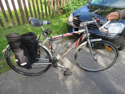 Cyklista havaroval v Janově na částečně vyfrézované vozovce