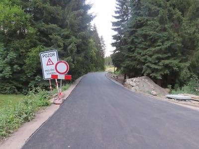 Cyklistka vjela v Josefově Dole do úseku stavby, kde havarovala