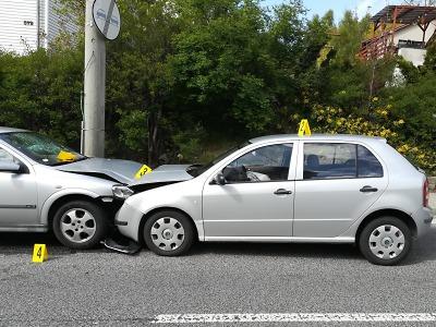 Mladík za volantem v Lučanech usnul a přejel do protisměru
