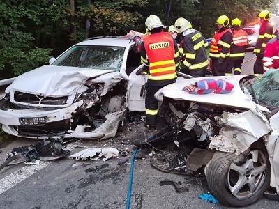 Na Malé Skále došlo k vážné nehodě dvou aut