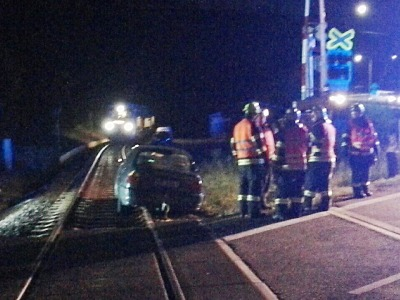 Na Smržovce vjelo auto na přejezdu do kolejiště