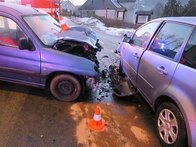 Řidič nedal při odbočování v Nové Vsi přednost protijedoucímu autu