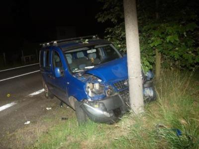 Pod vlivem alkoholu nezvládl v Pěnčíně vozidlo a narazil do sloupu