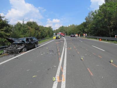 Policisté vyšetřují havárii čtyř aut v Rychnově a hledají svědky