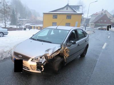 Na Smržovce došlo ke střetu dvou vozidel