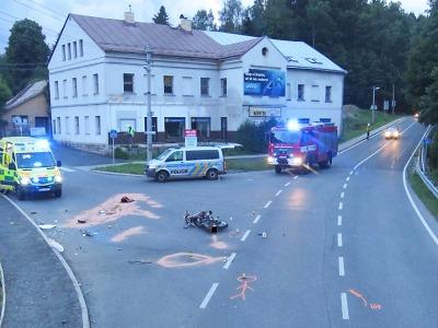 Řidička nedala na Smržovce přednost motocyklistovi a střetli se