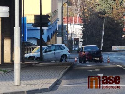 Video: Došlo k nehodě tří aut v Košické ulici v Liberci