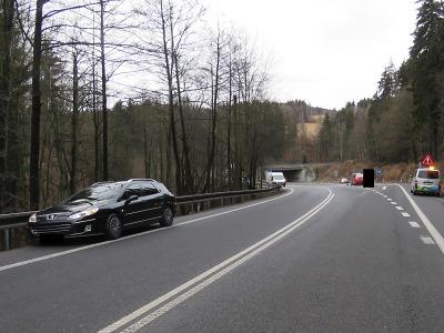Řidič na křižovatce u Rádelského mlýna nedal přednost