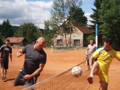 Turnaj v nohejbale Achilleův pohár kořistí domácího SKP Maják Jablonec