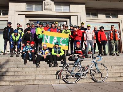 Novoroční vyjížďku si nenechalo ujít téměř třicet cyklistů z Liberecka